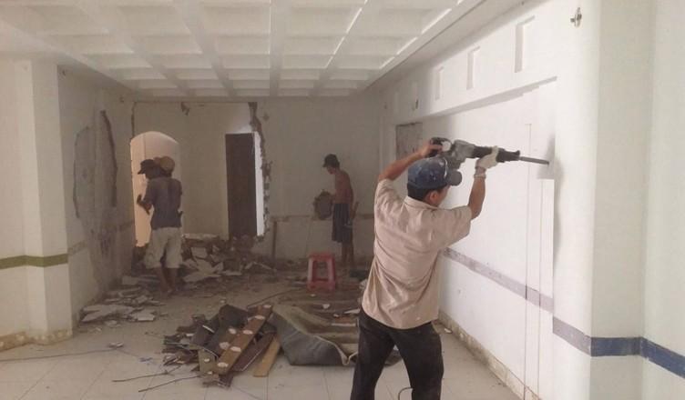 thợ sơn sửa lại nhà