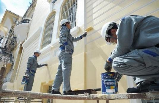 Thợ sơn nhà Tuyên Quang